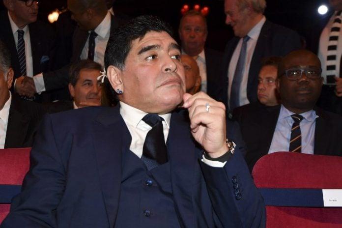 Maradona fue internado por un sangrado estomacal