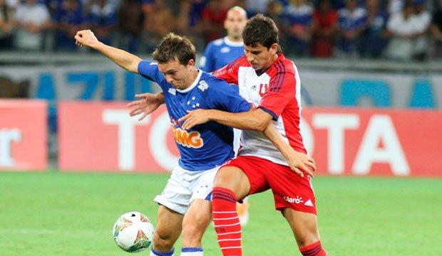 """Cruzeiro complicó chances de la """"U"""" en la Copa"""