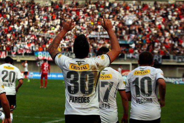 Esteban Paredes renovó con Colo Colo hasta el 2017