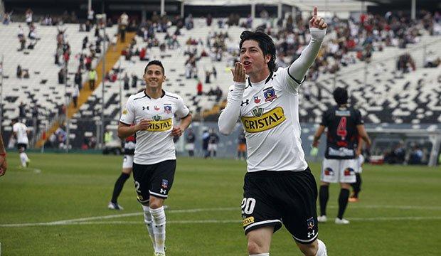 Colo Colo goleó a Antofagasta y sigue acechando a la U