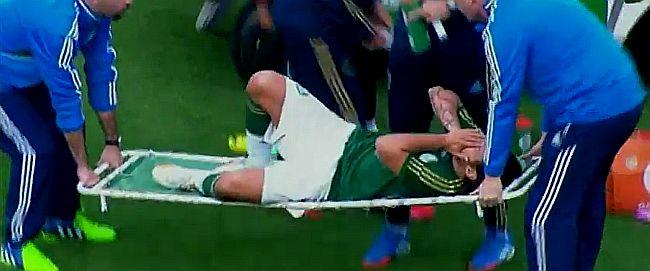 Jorge Valdivia se retira llorando tras lesión en clásico entre Palmeiras y Sao Paulo