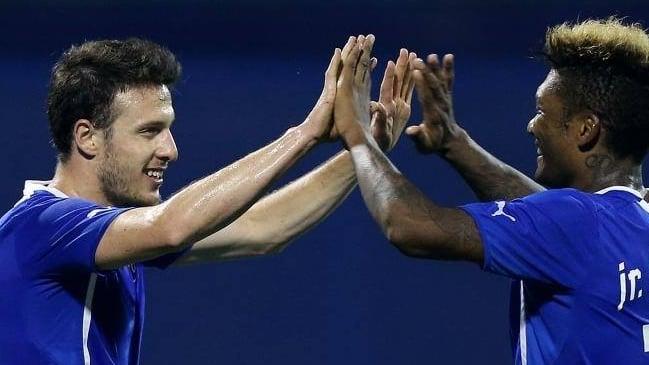 Angelo Henríquez y Junior Fernandes marcaron en goleada del Dinamo
