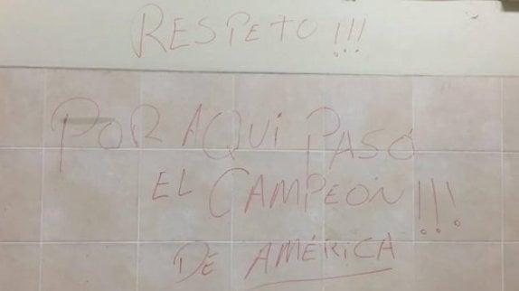 Federación peruana estudia acciones legales por rayado en camarín de Chile