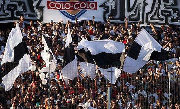 UC aceptó jugar sin hinchas cruzados ante Colo Colo