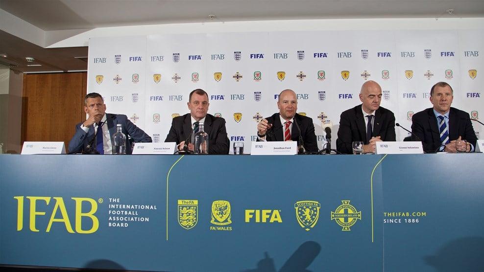 La IFAB aceptó introducir cambios en las reglas de juego del fútbol