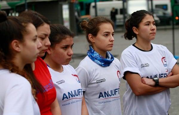 Las jugadoras del fútbol femenino se incorporan al Sifup